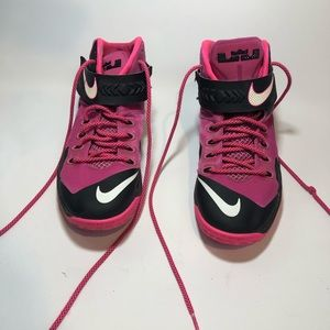 reputable site 5f072 a7a0f Nike | LeBron Soldier 8 Think Pink | size 9.5